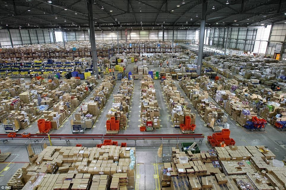 amazon-distribution-center-01.jpg
